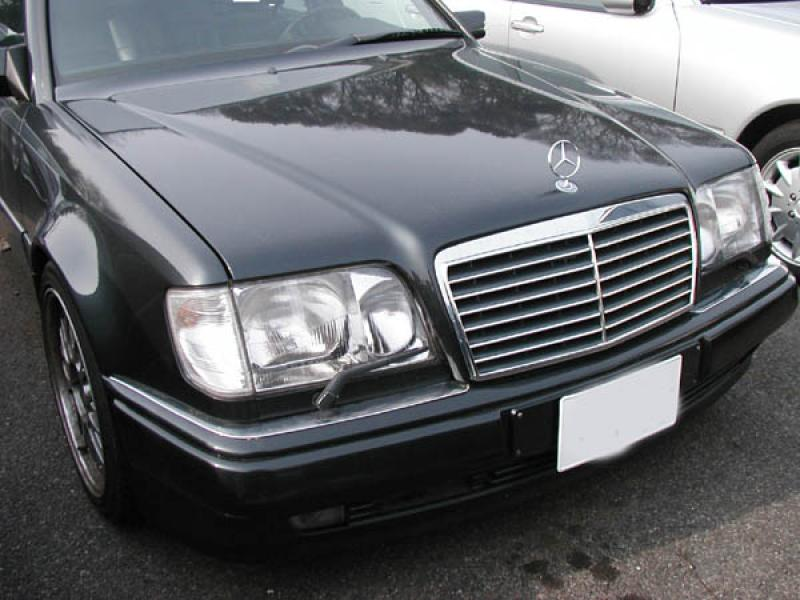 1994-1995 Mercedes E Cl W124 S600 Style Black With Chrome Strip Front on